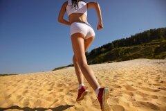 По песку