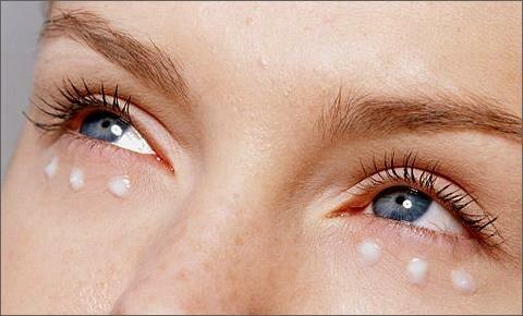 Фото: увлажняющий и питательный крем вокруг глаз