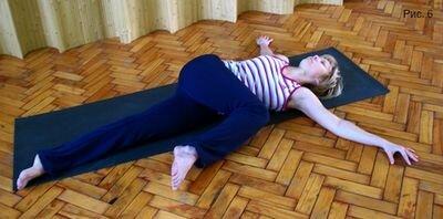 упражнение лежа