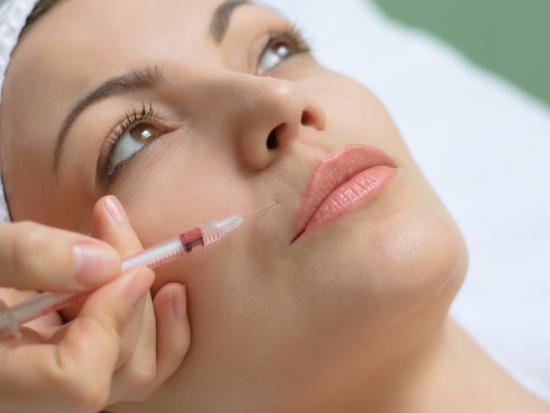 введение филлера в губы